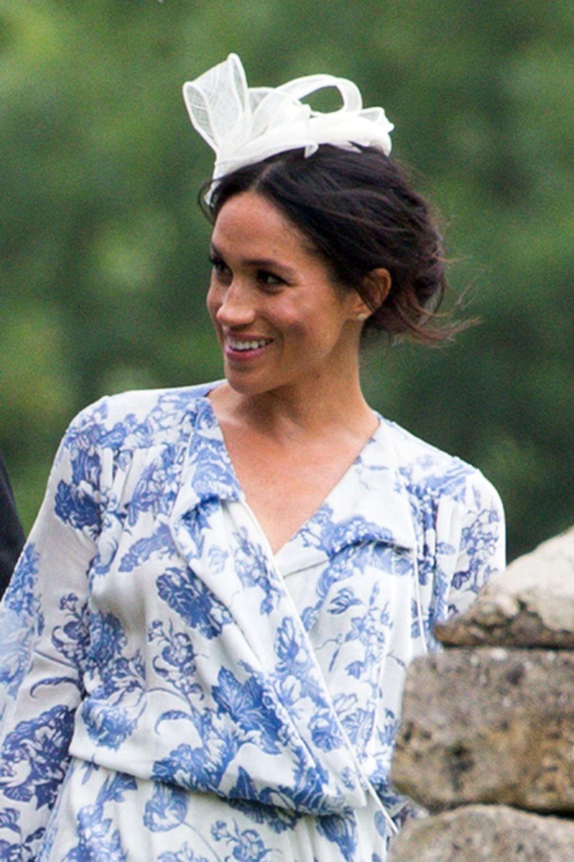 Meghan Markle cambió de estilo con un vaporoso vestido de Oscar de la...