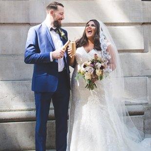 La blogger Callie Thorpe el día de su boda, con diseño de Oleg...