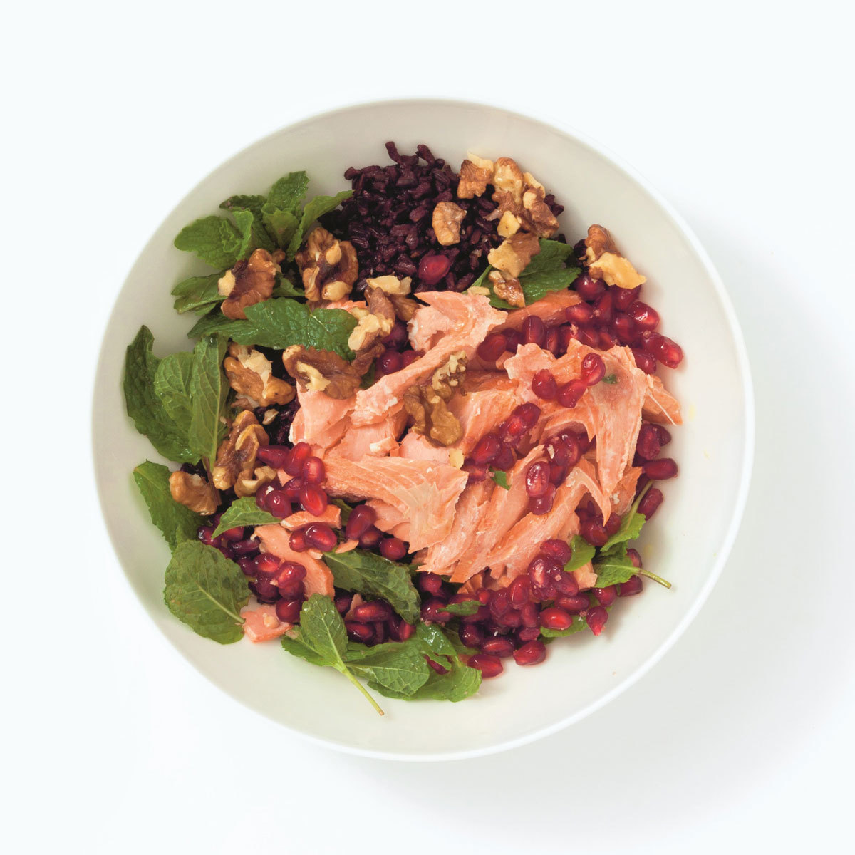 Kirtan, con salmón, arroz negro y granada