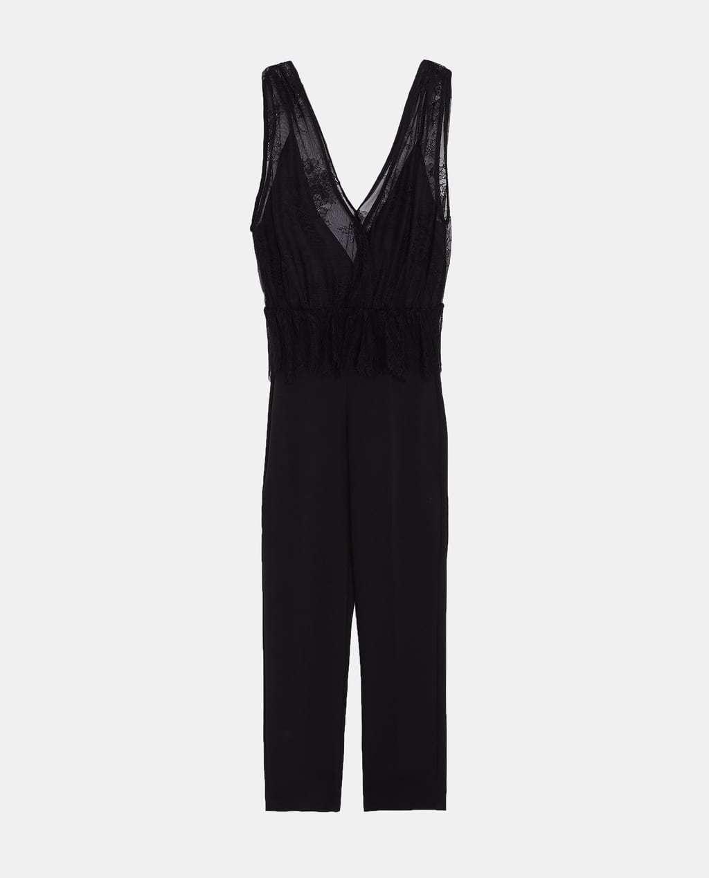 Un mono negro con detalles en encaje de Zara (39,95 euros)