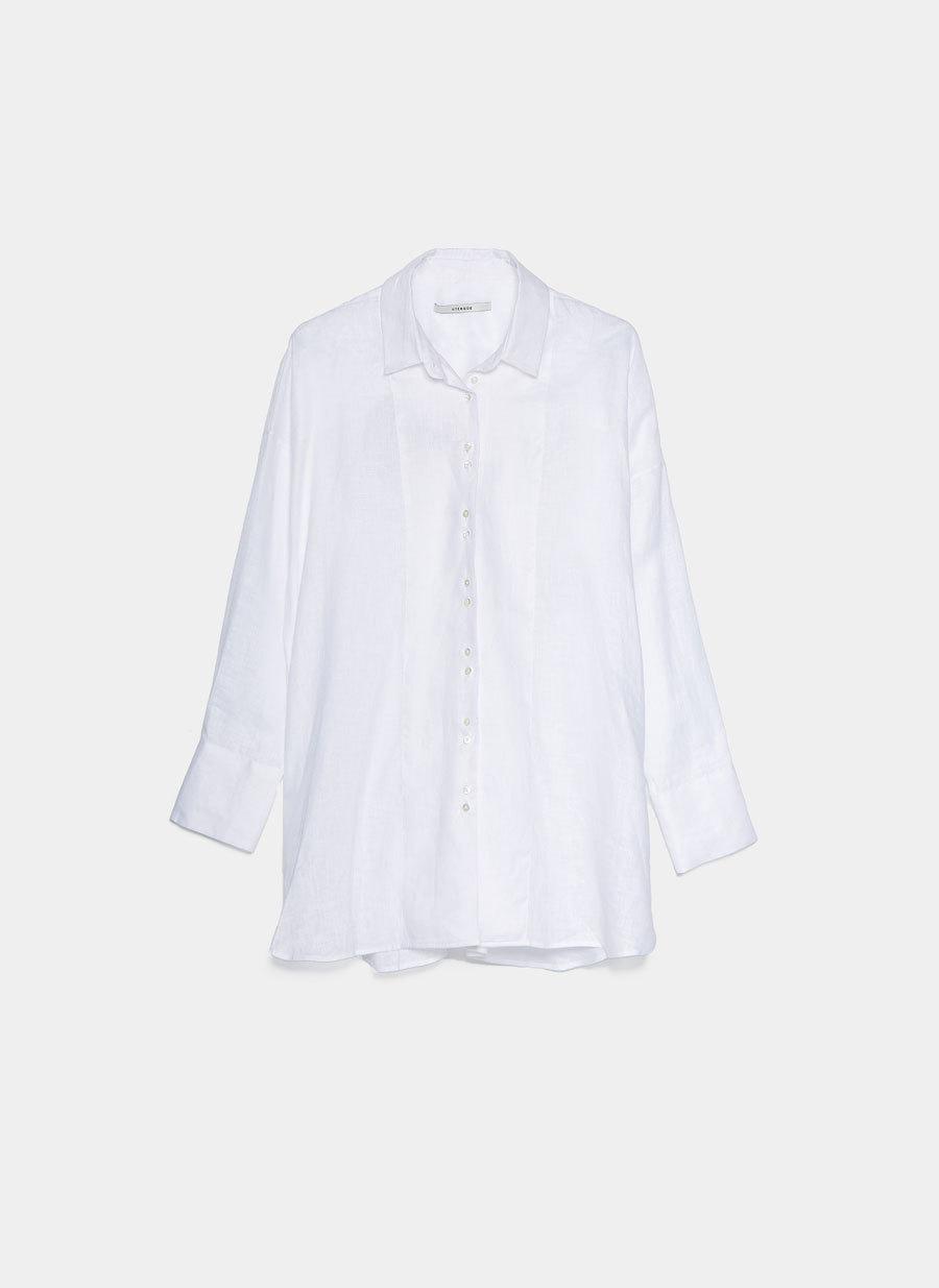 Una camisa blanca de lino de Uterqüe (79 euros)
