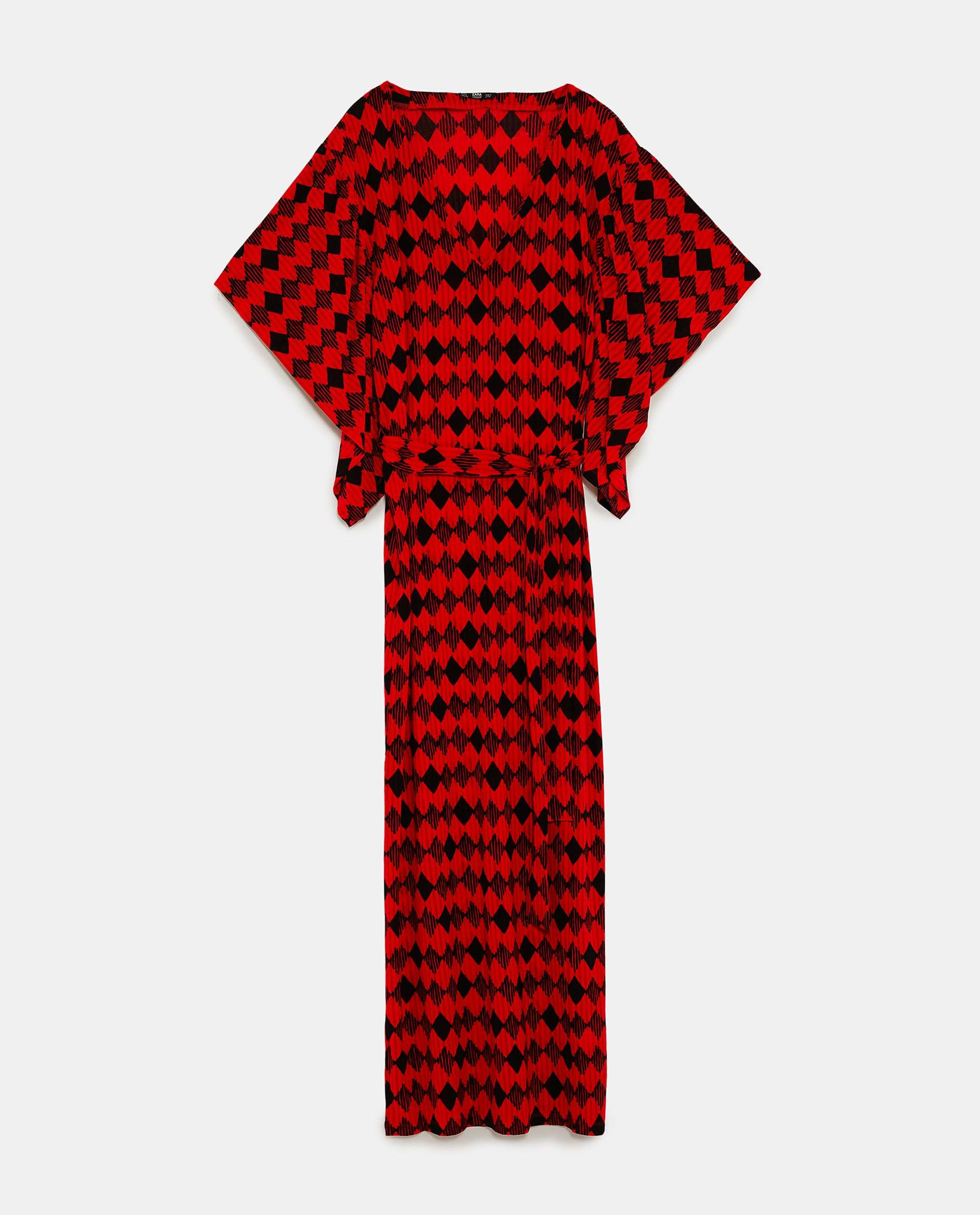 Vestido Zara (25,99 euros).