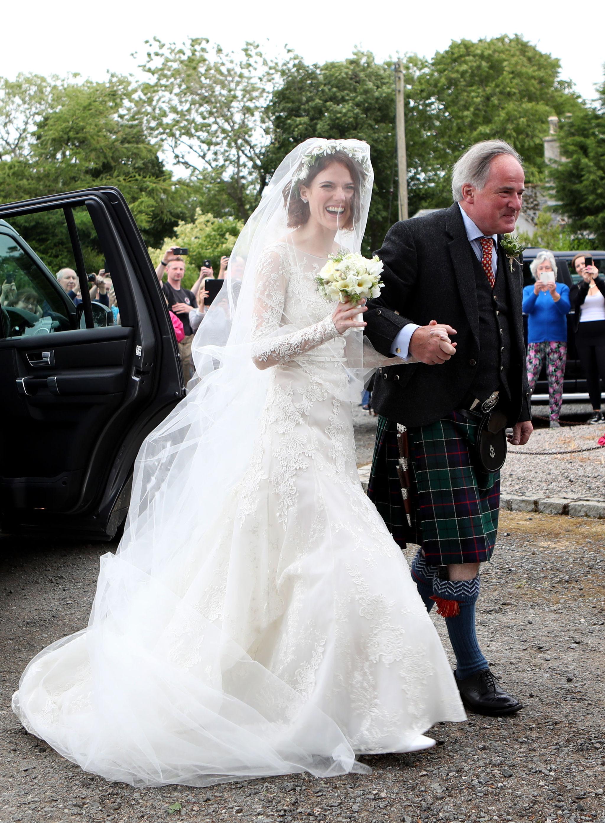 La novia, Rose Leslie, con su vestido firmado por Elie Saab...