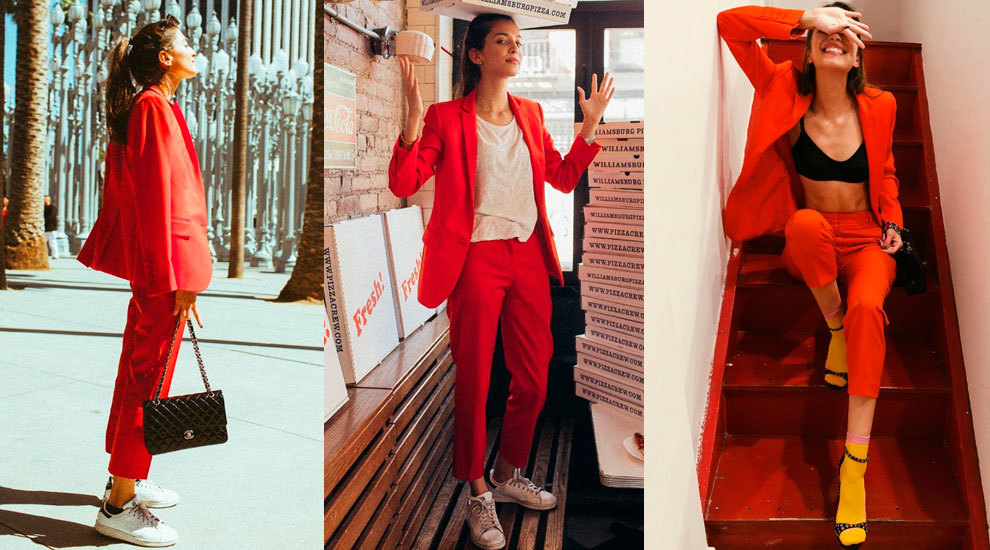Marina Testino con un sastre rojo.