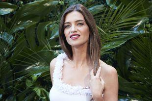 La periodista Sara Carbonero cambia su tono rojo de labios por otro...