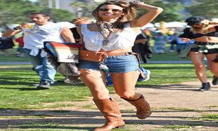 Alessandra Ambrosio tiene el look para tus festivales de verano
