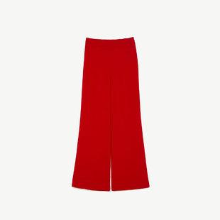 Pantalón de sastre rojo, de Zara (39,95 euros).