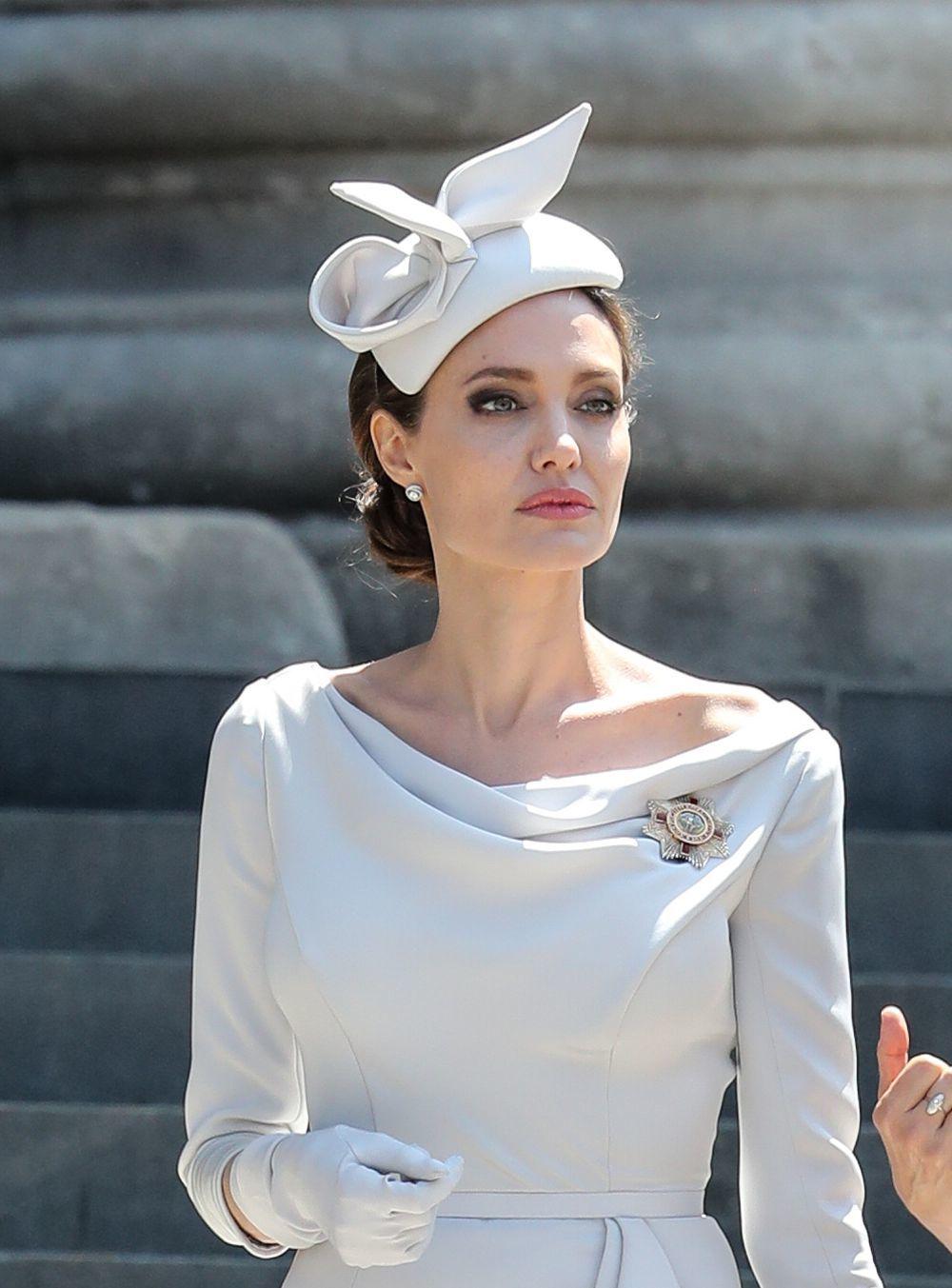 Angelina Jolie ha deslumbrado en Londres con un look de lo más...