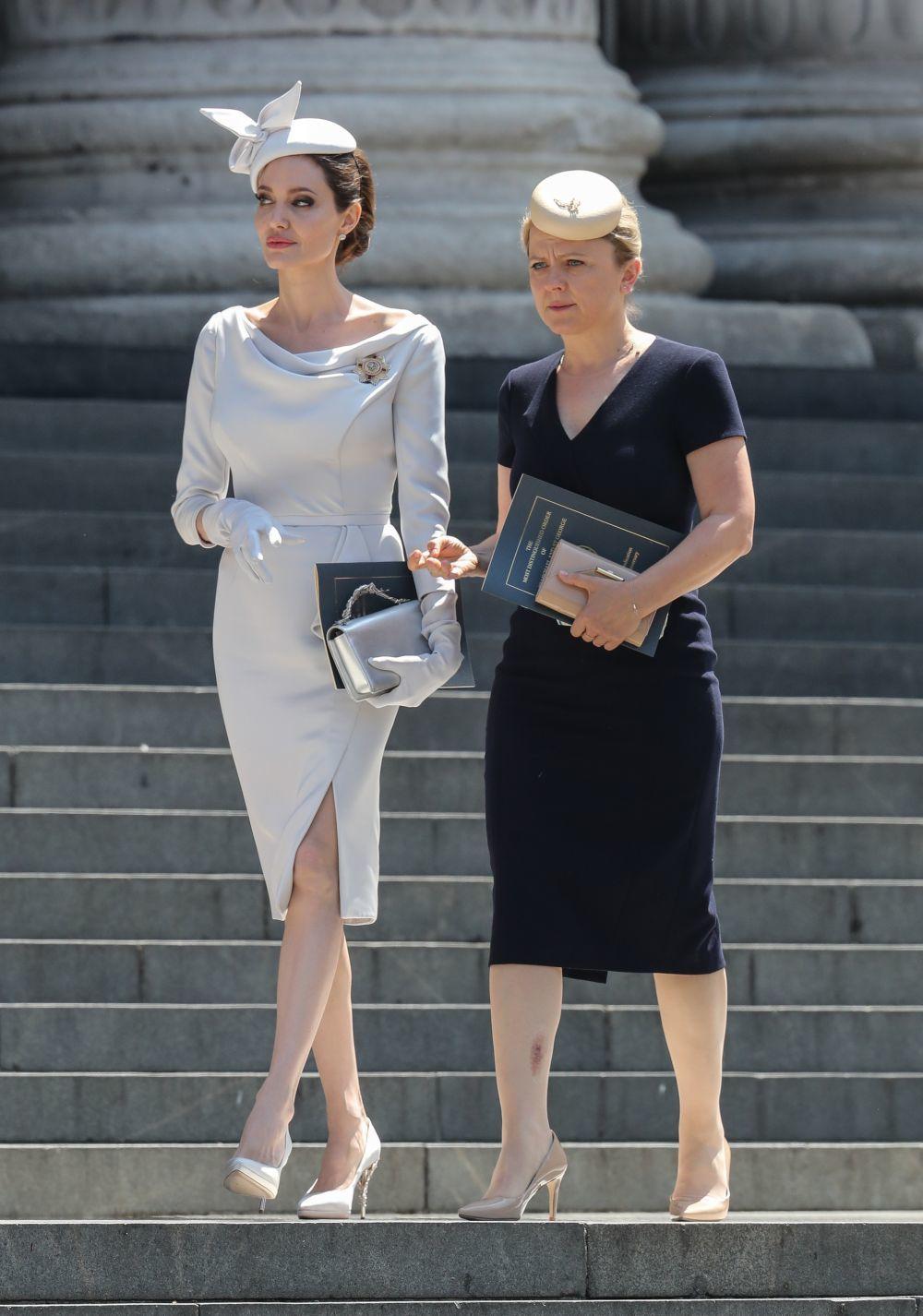 Angelina Jolie con un diseño firmado por Ralph&Russo llegando a la...