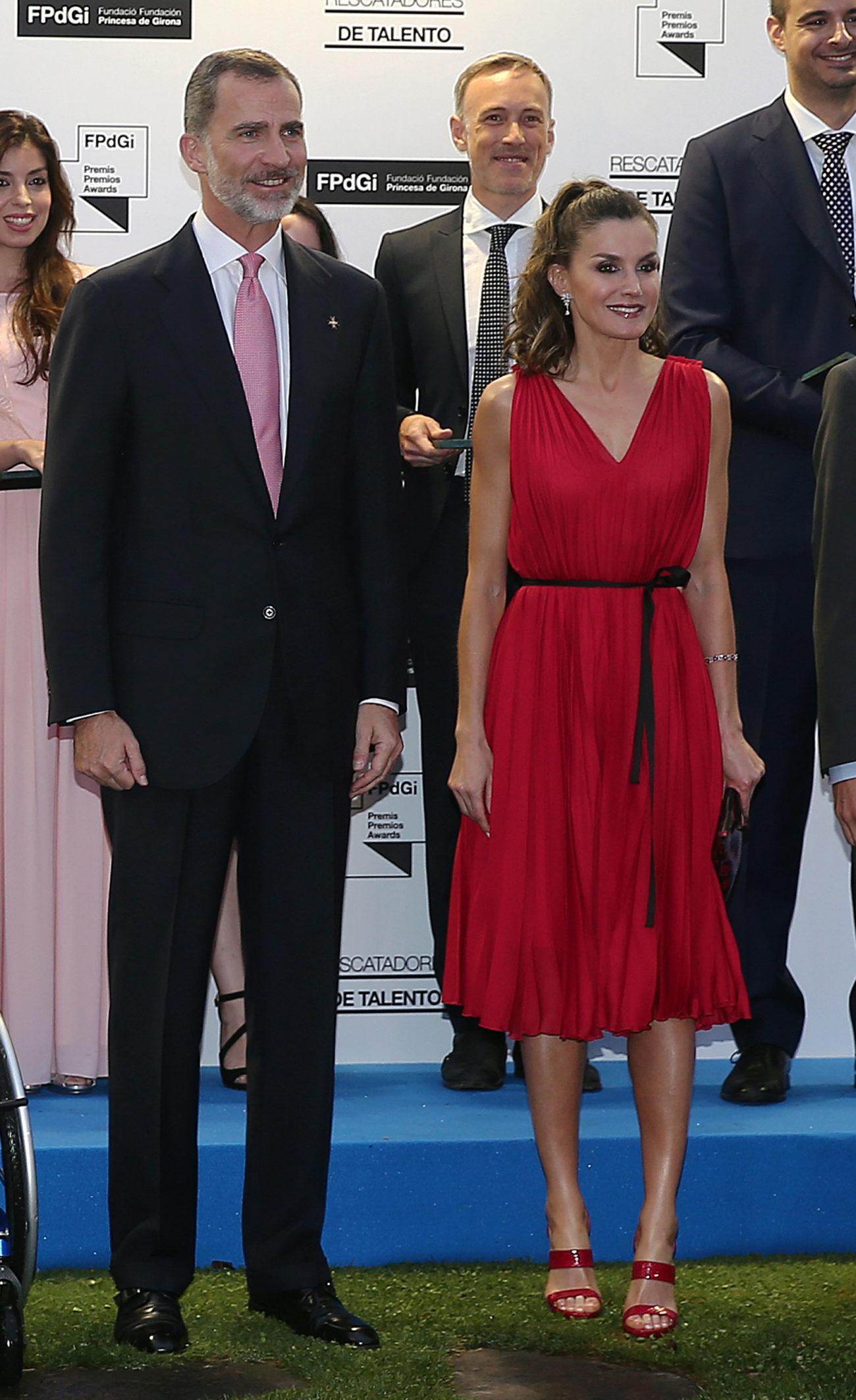 La reina Letizia posa junto al rey Felipe VI en los Premios Fundación...