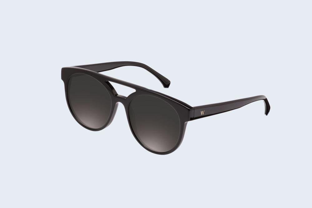 "Gafas de sol modelo ""La louve shadowy smoke"", de Wolfnoir (40 euros)."