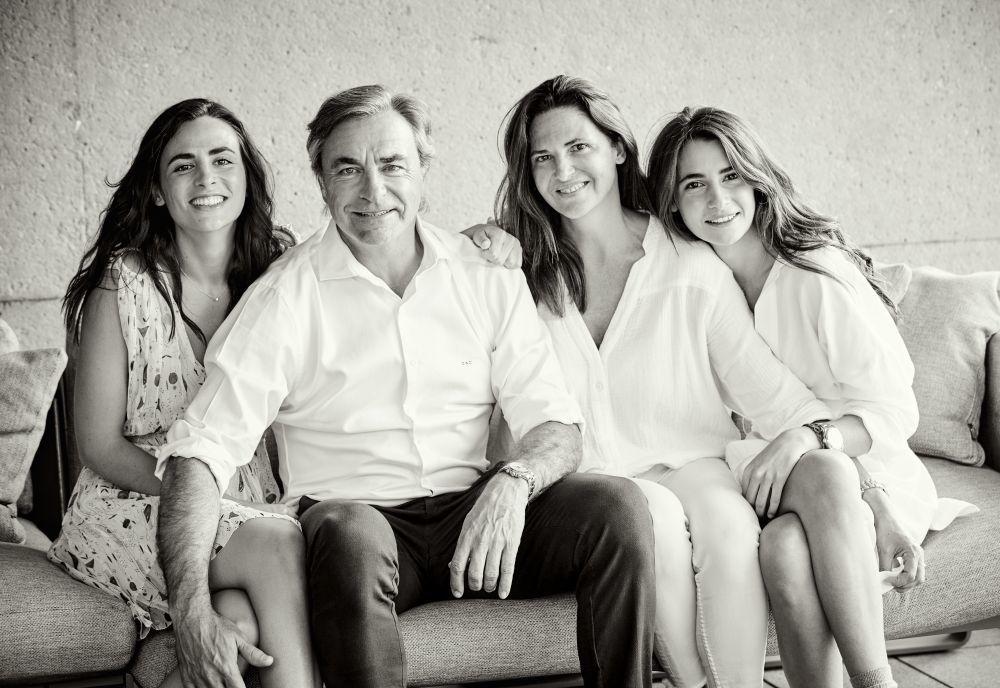 Carlos Sainz con su mujer Reyes y sus hijas Blanca y Ana.