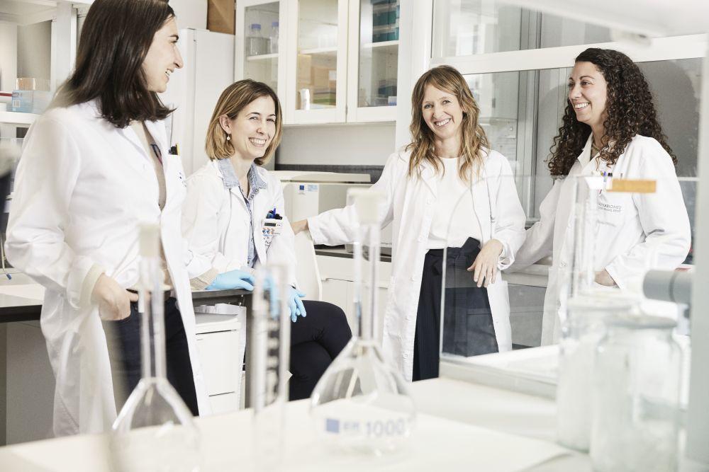 Un equipo de mujeres: de izquierda a derecha, Amaya Urdanoz, Idoia...