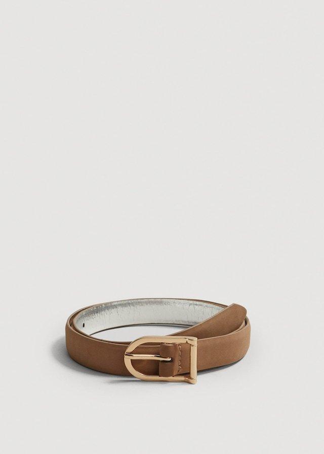 Cinturón con hebilla metálica, de Mango (9,99 euros).
