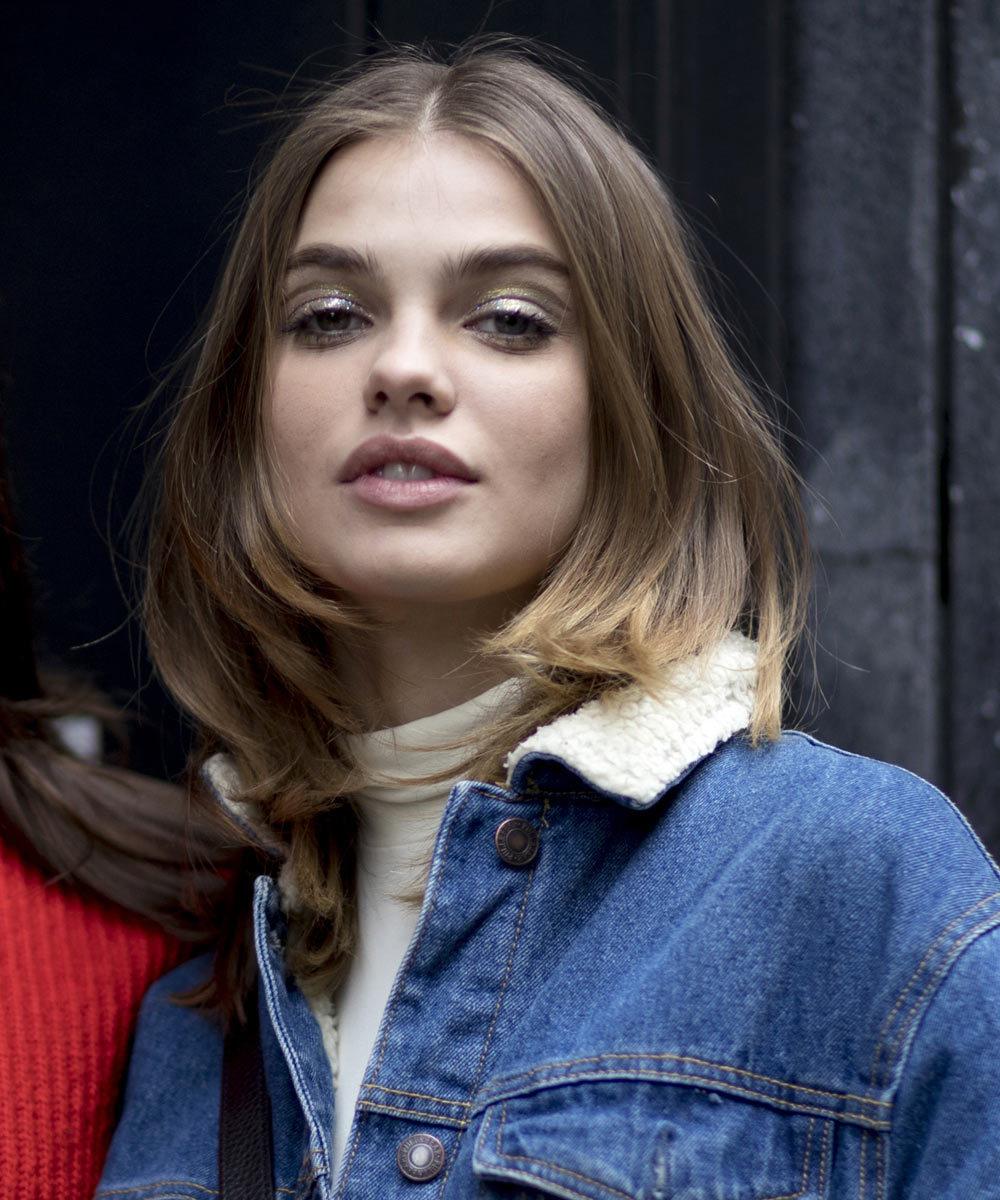 En los looks de street style de París de Alta Costura, hemos visto...