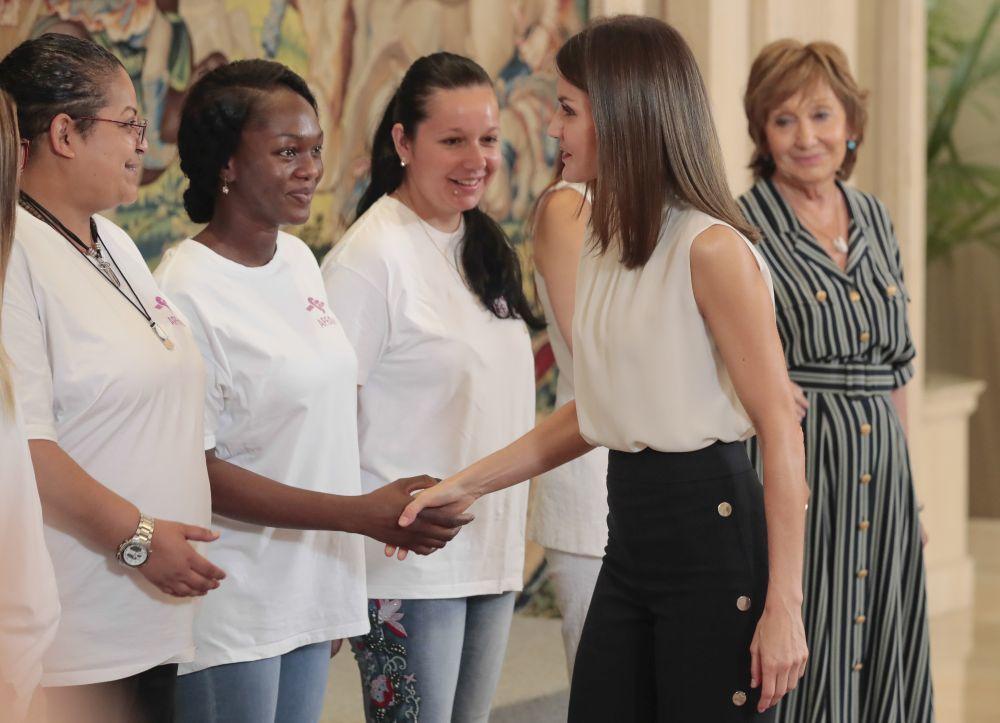 La reina Letizia con la Asociación para la prevención, reinserción...
