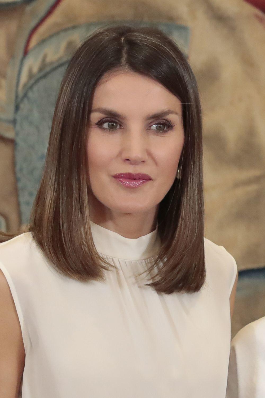 Doña Letizia con blusa blanca