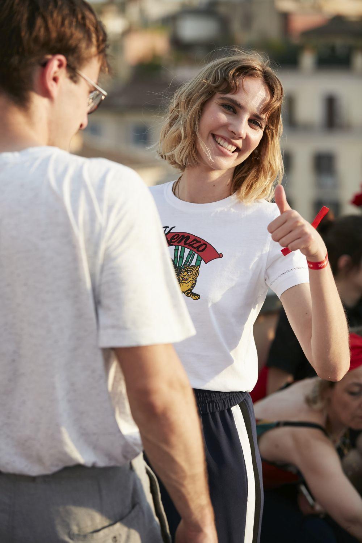 Brisa Fenoy posando para TELVA en Roma con total look Kenzo.