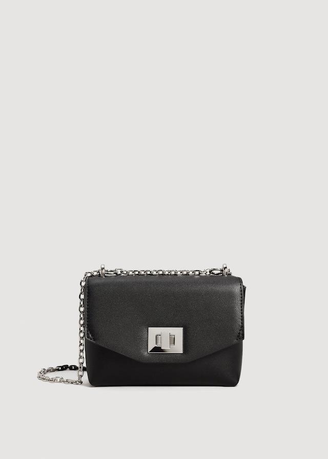 Mini bolso negro con cadena (9,99 euros), de Mango