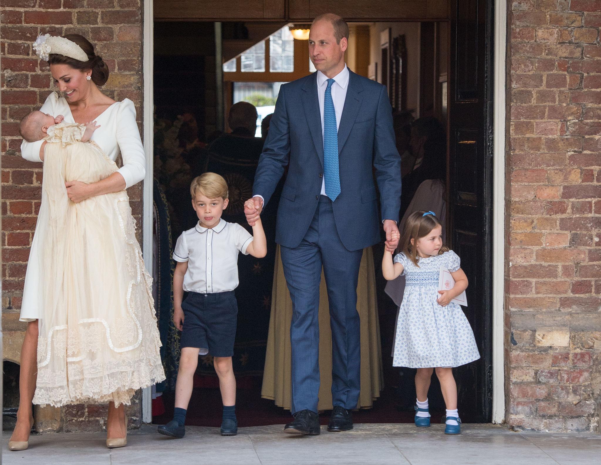 Los duques de Cambridge con él príncipe George y la princesa...