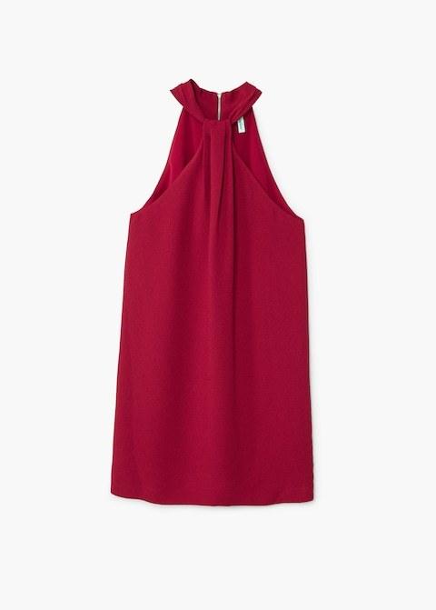 Vestido rojo con escote halter, de Mango (17,99 euros).