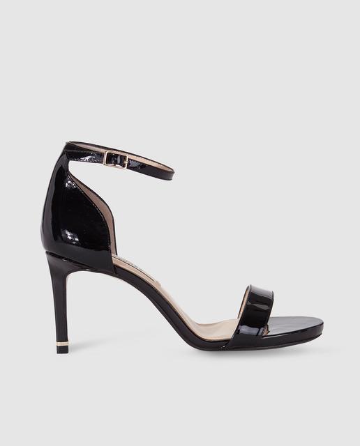 Sandalias de tacón negras, de Zendra Basic (69,99 euros).