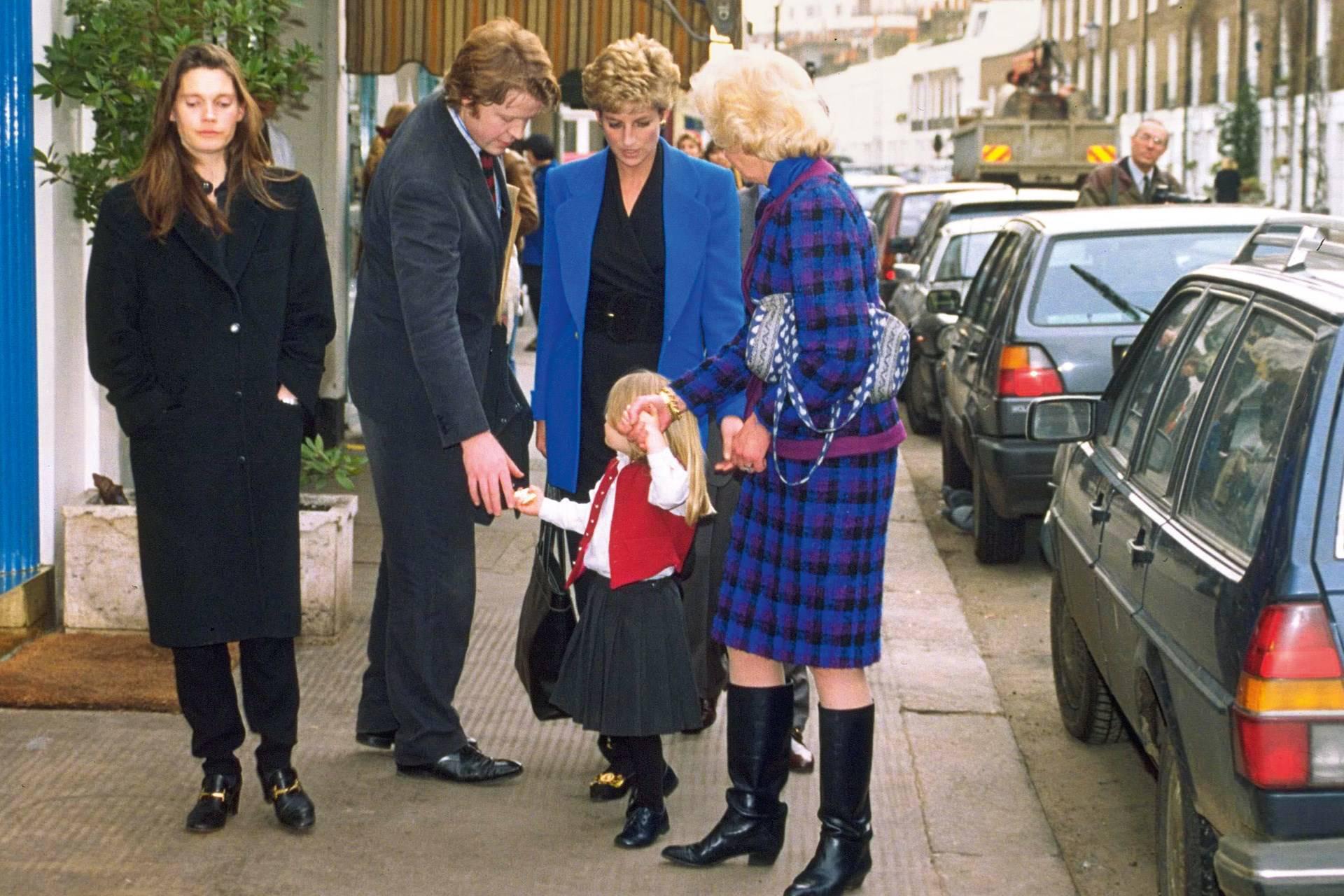 Laddy Kitty Spencer junto a sus padres, Diana de Gales y su abuela,...