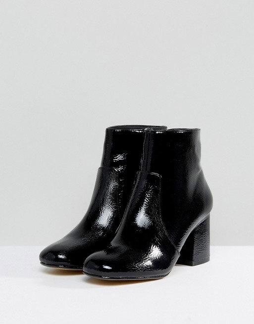 Botines negros con tacón cuadrado, de Oasis disponible en Asos (47,49...