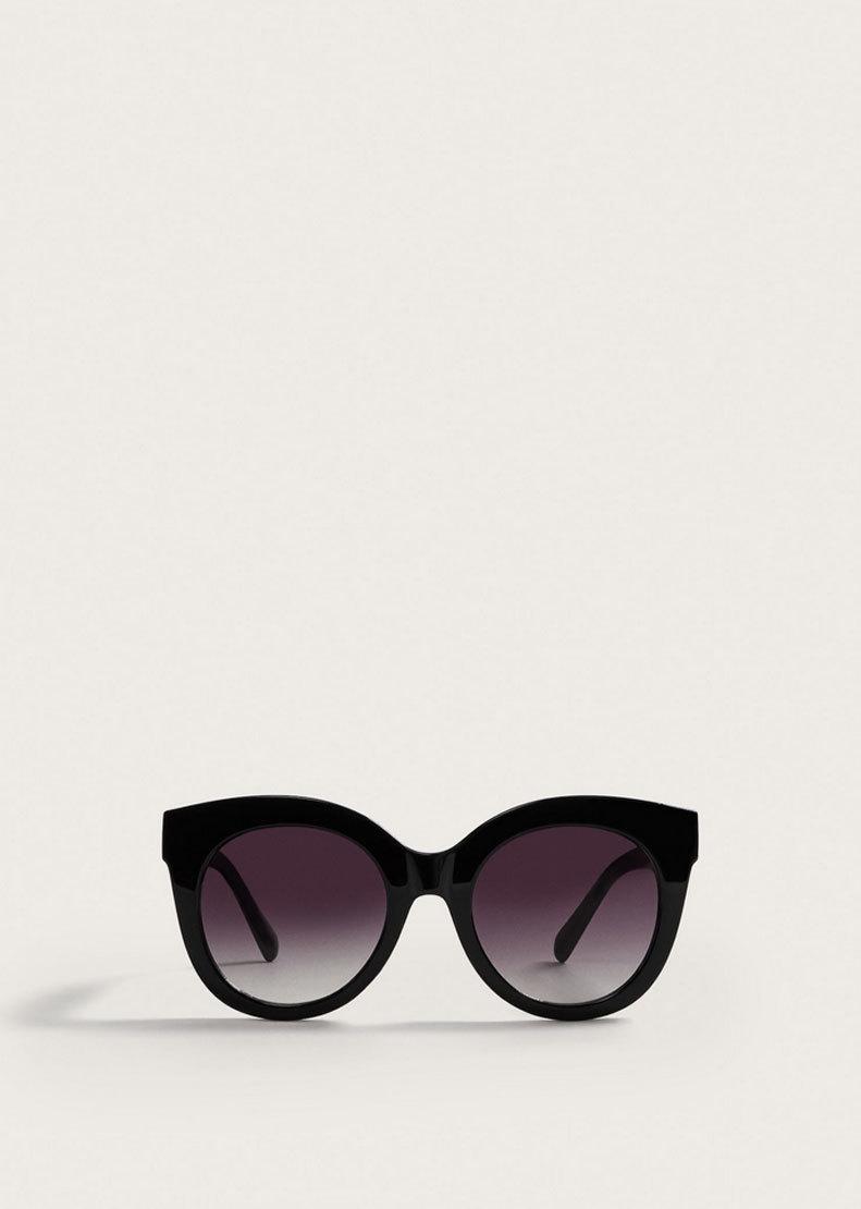 Gafas de sol negras con montura, de Mango (9,99 euros).
