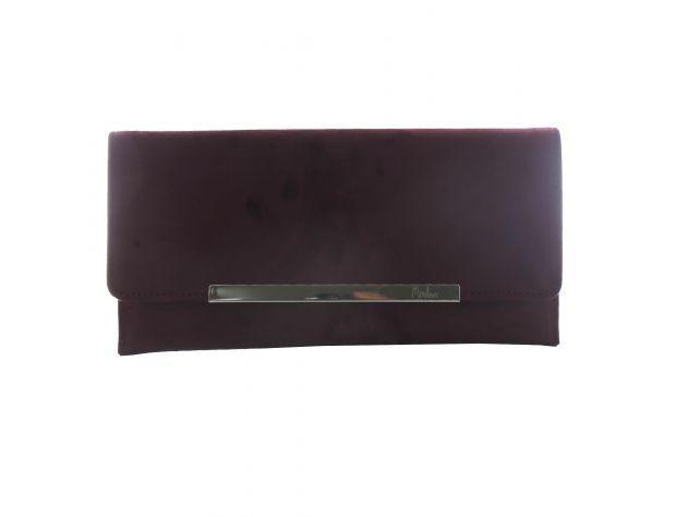 Bolso de mano de color granate, de Menbur (26,95 euros).
