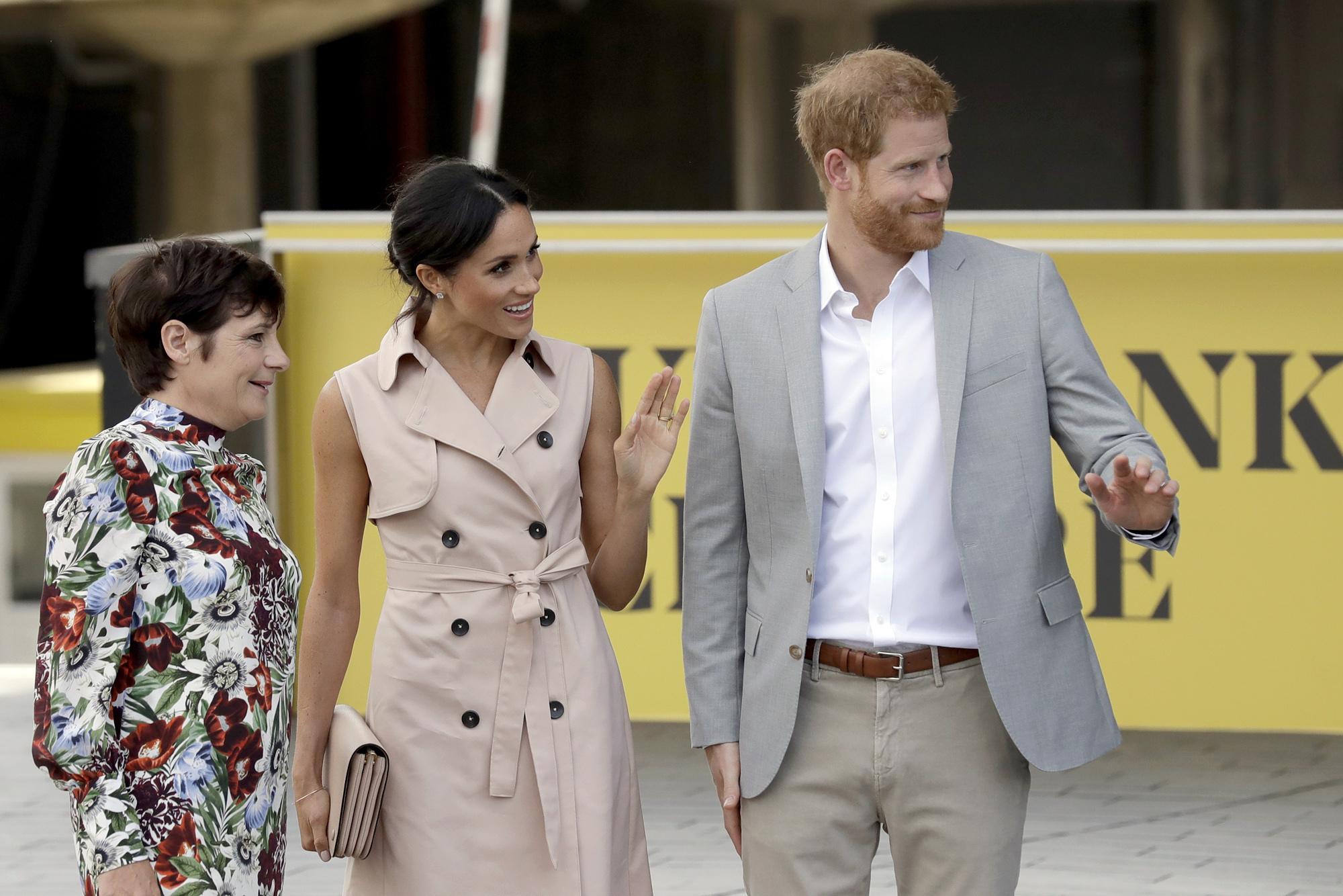 Los duques de Sussex visitan las exposición de Nelson Mandela en...