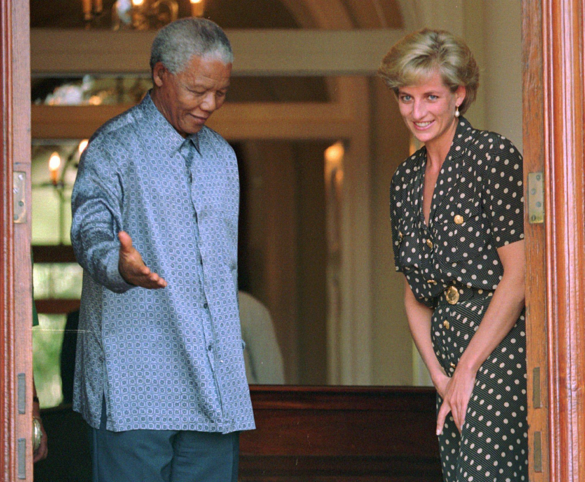 Nelson Mandela y Diana de Gales durante su encuetro en 1997.
