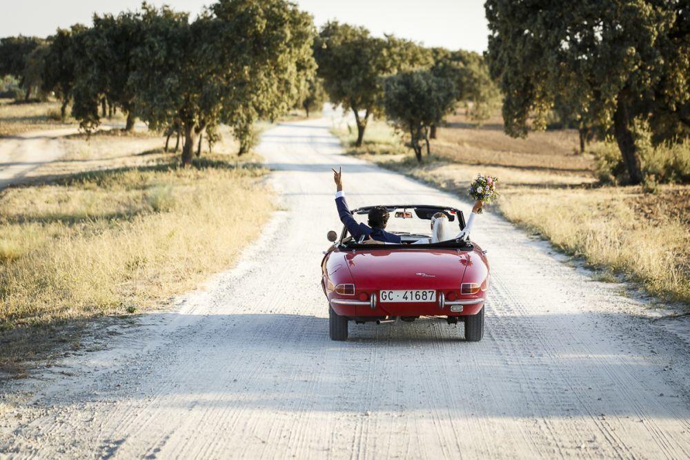 Raquel y Edu se casaron en una finca a las afueras de Madrid, rodeados...