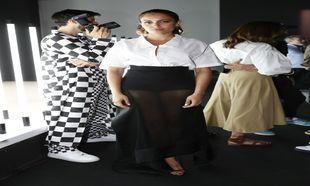 La actriz demuestra que la camisa puede formar parte del outfit de la...