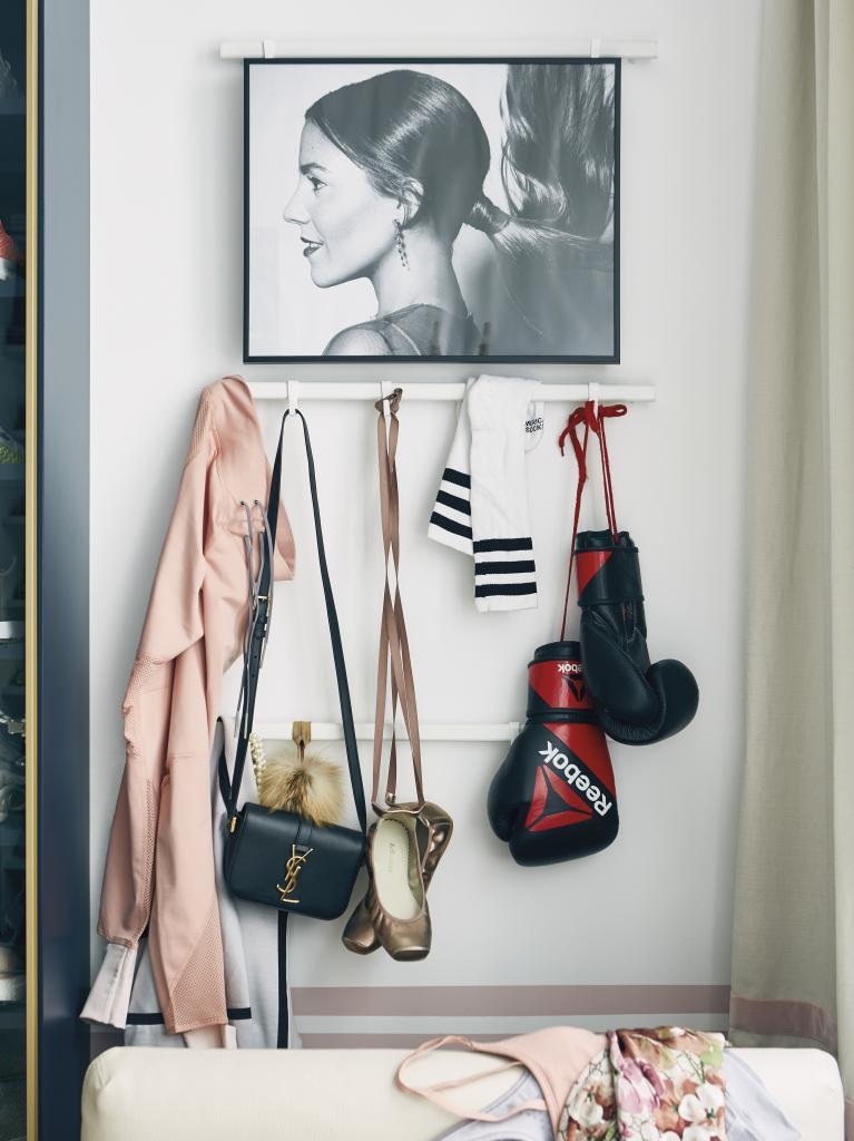 En su vestidor, bolsos de Yves Saint Laurent, zapatillas de ballet y...