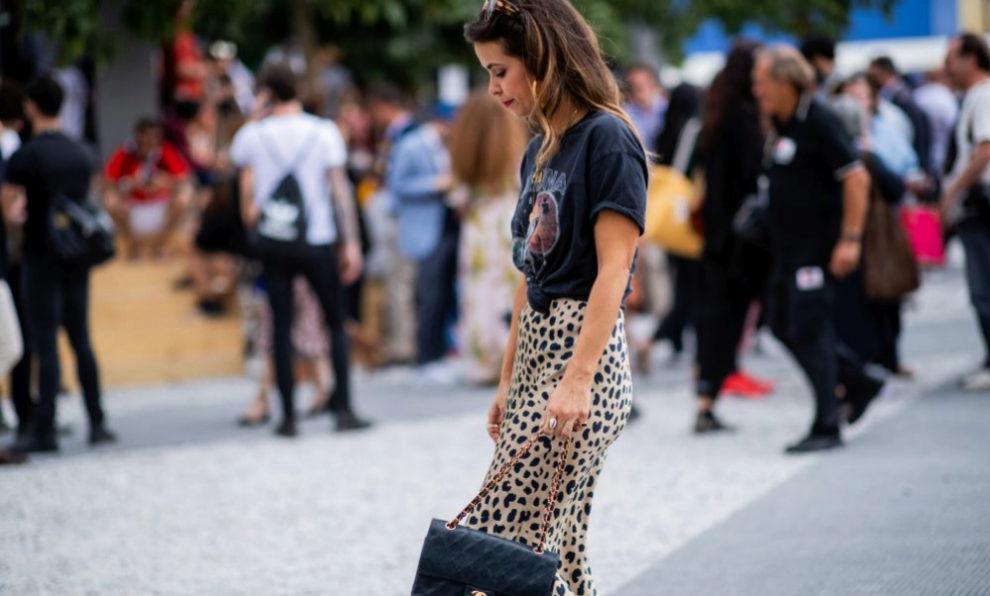 Collage Vintage con falda de leopardo y camiseta rockera.