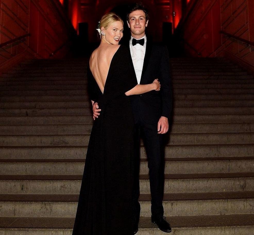 La pareja, posando juntos, durante la Met Gala 2018