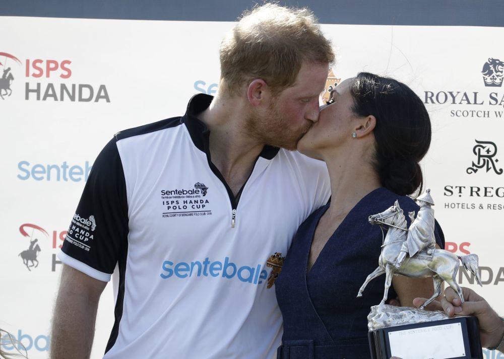 El beso de Meghan y Harry