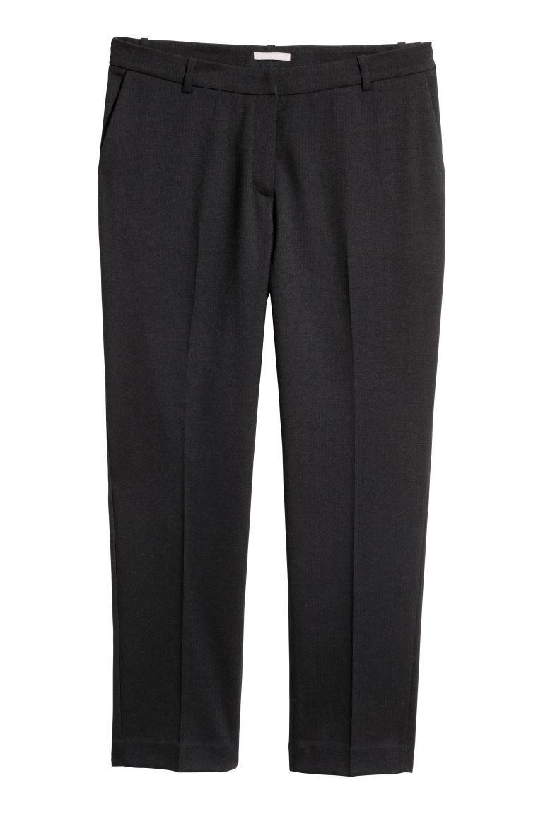 Pantalón de traje oscuro, de H&M (14,99 euros).