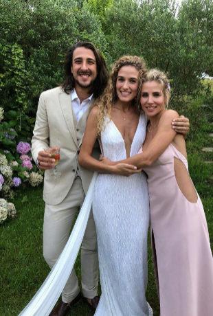 Cristian Prieto y Silvia Serra posan eld ía de su boda junto a la...