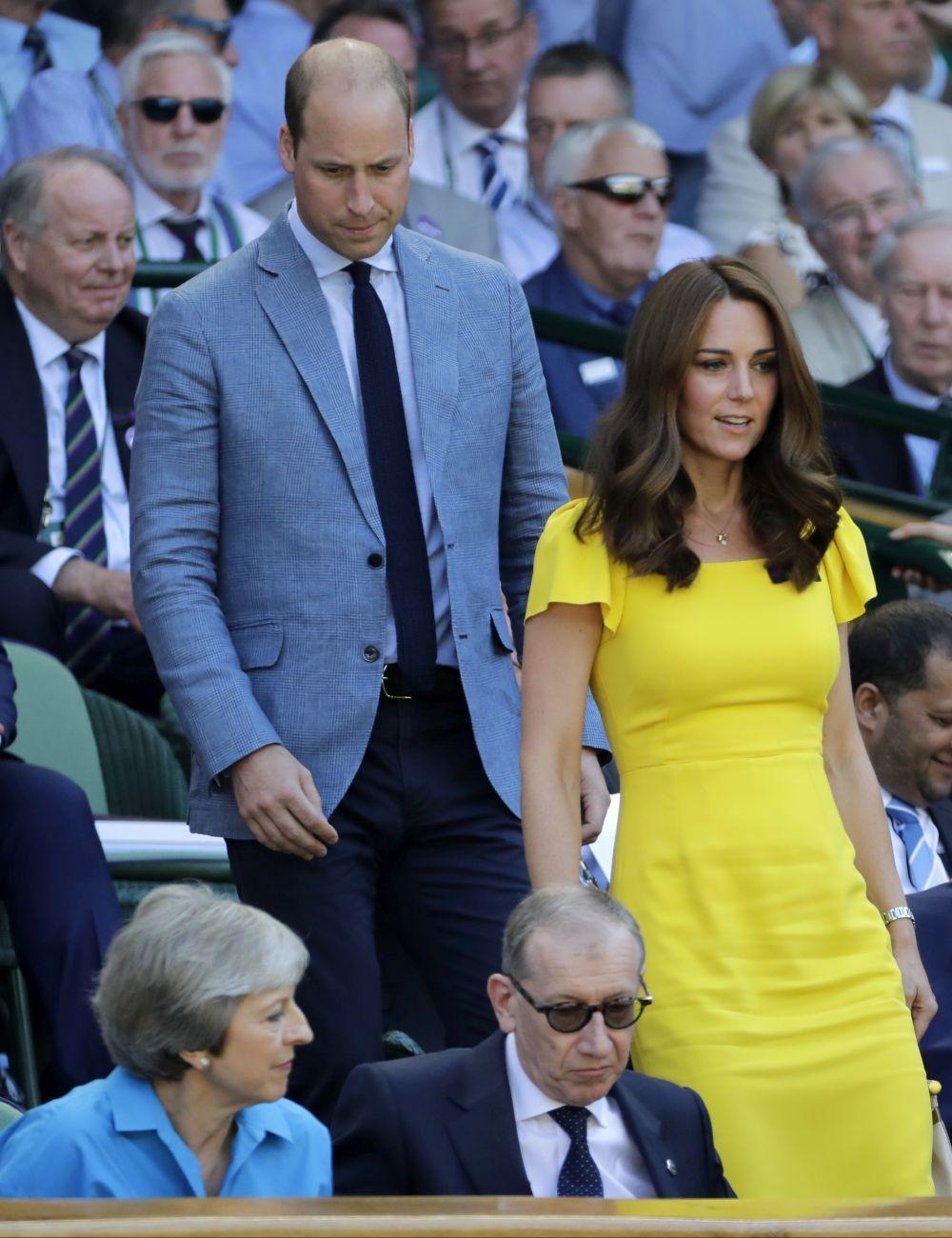 Kate Middleton luciendo su esbelta figura después de tener a sus tres...