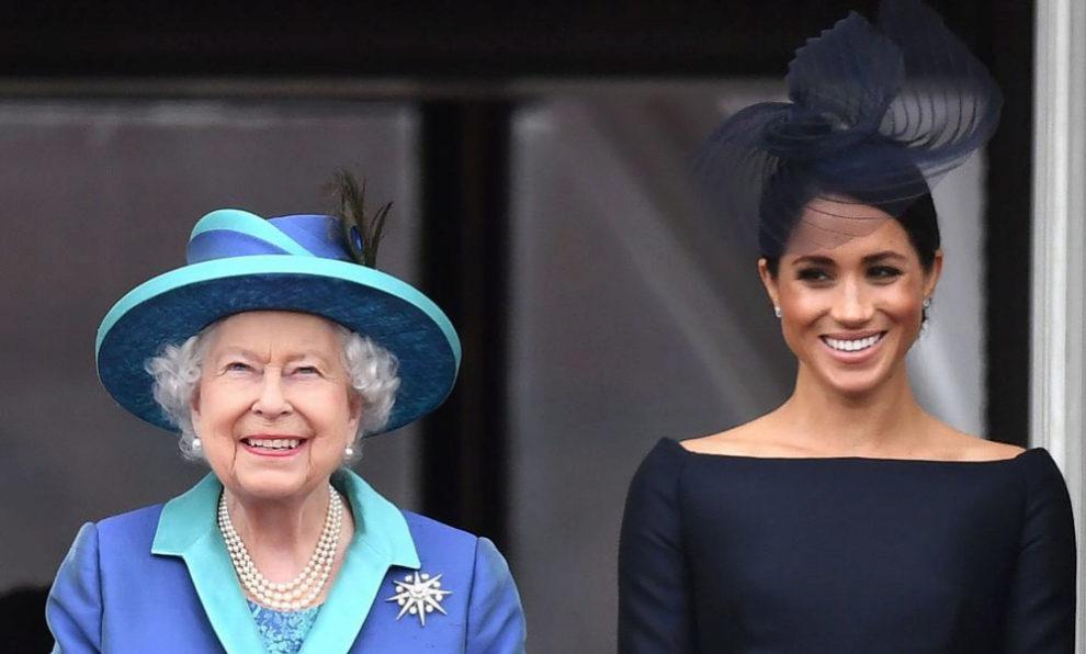 Meghan Markle junto a Isabel II.