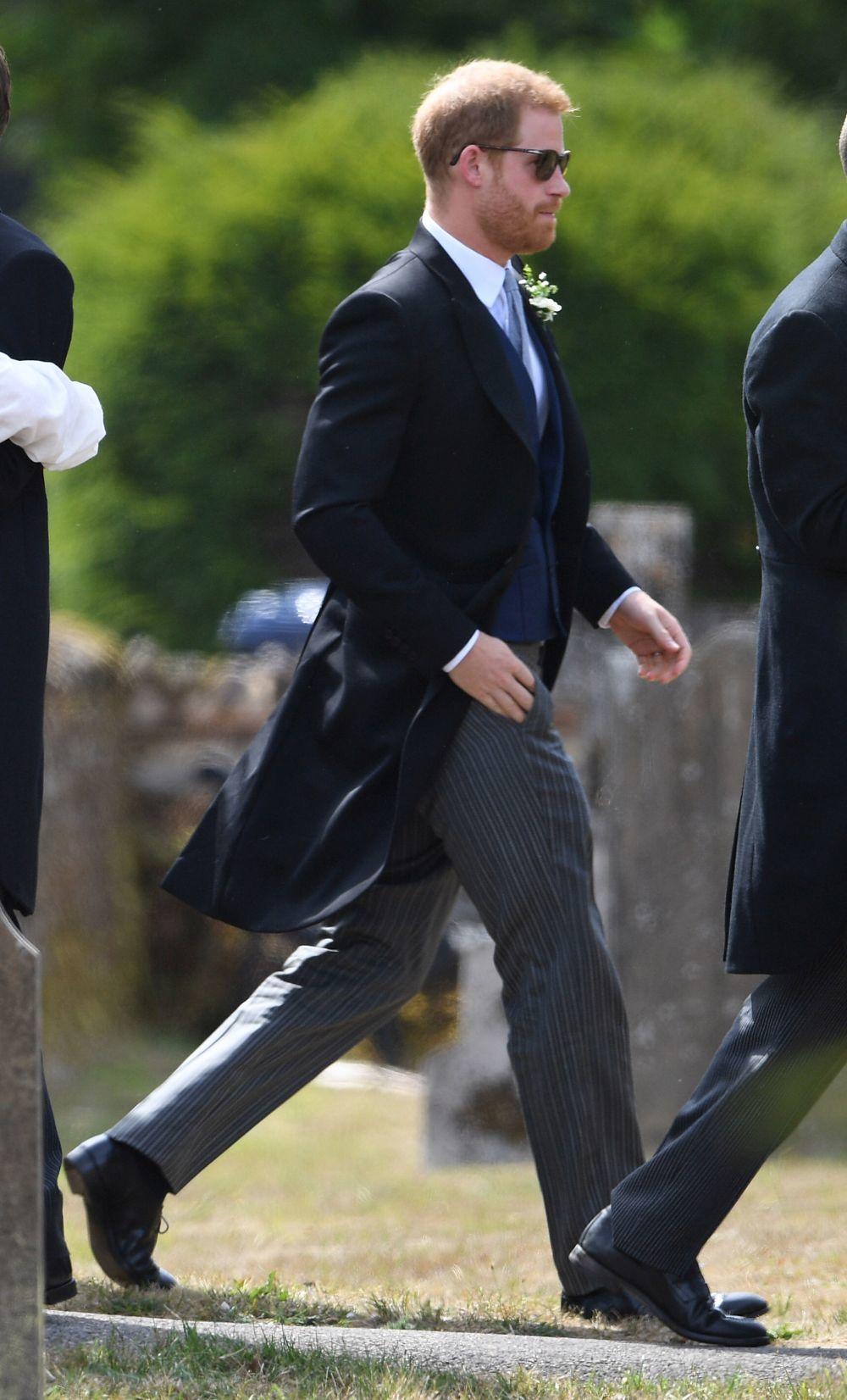 El príncipe Harry en la boda de Charlie Van Straubenzee y Daisy...