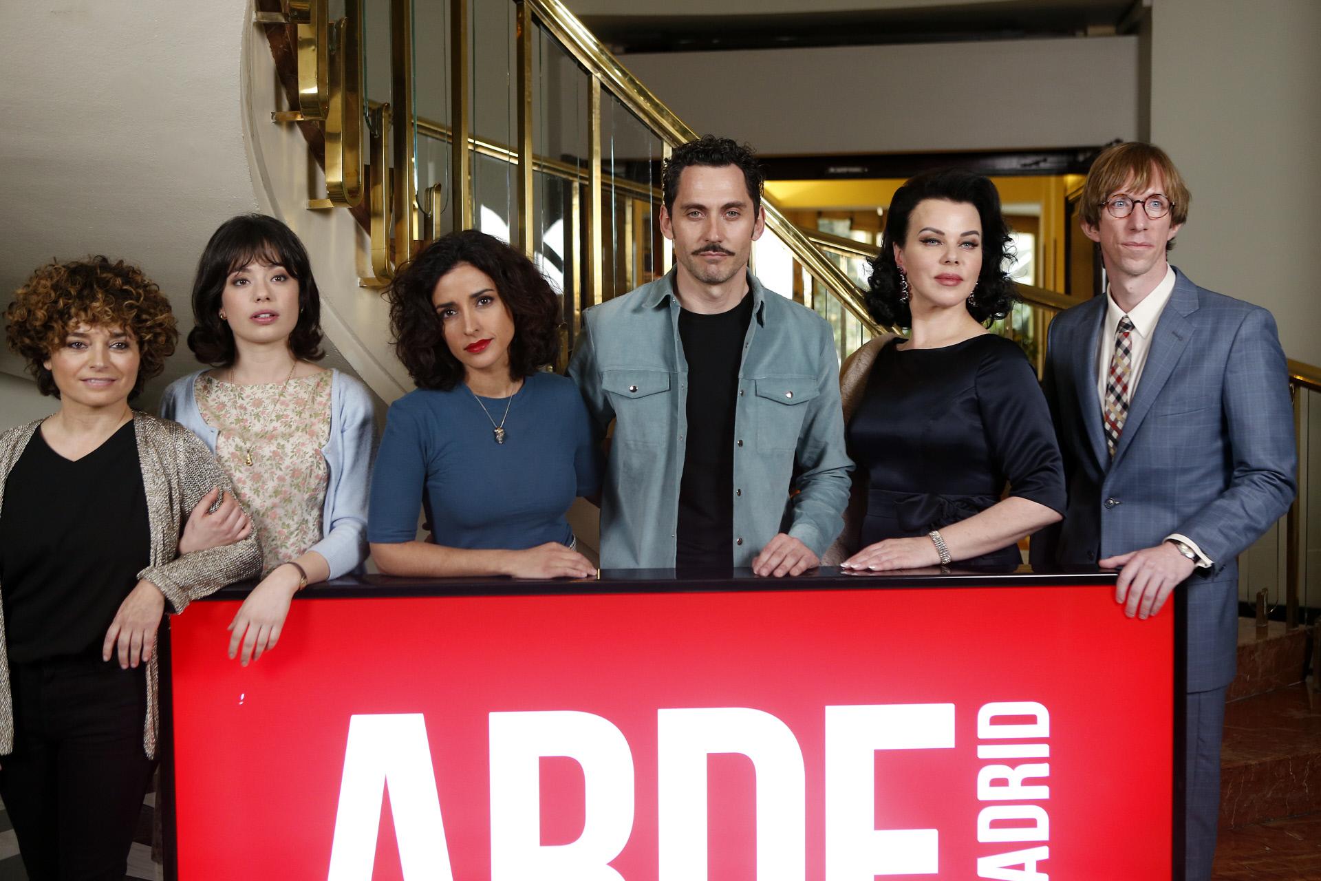 Paco Leon, Debi Mazar, Inma Cuesta y Anna Castillo junto a Ken...