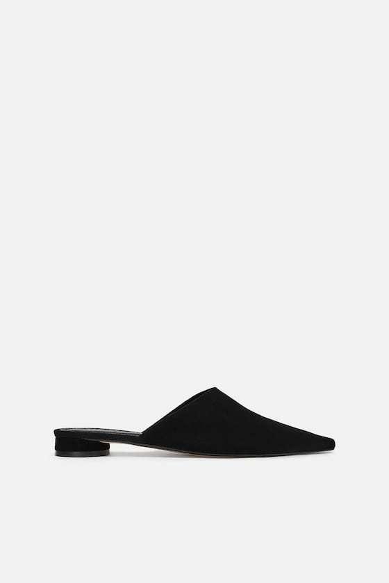 Mule de piel en color negro, de Zara (35,99 euros).