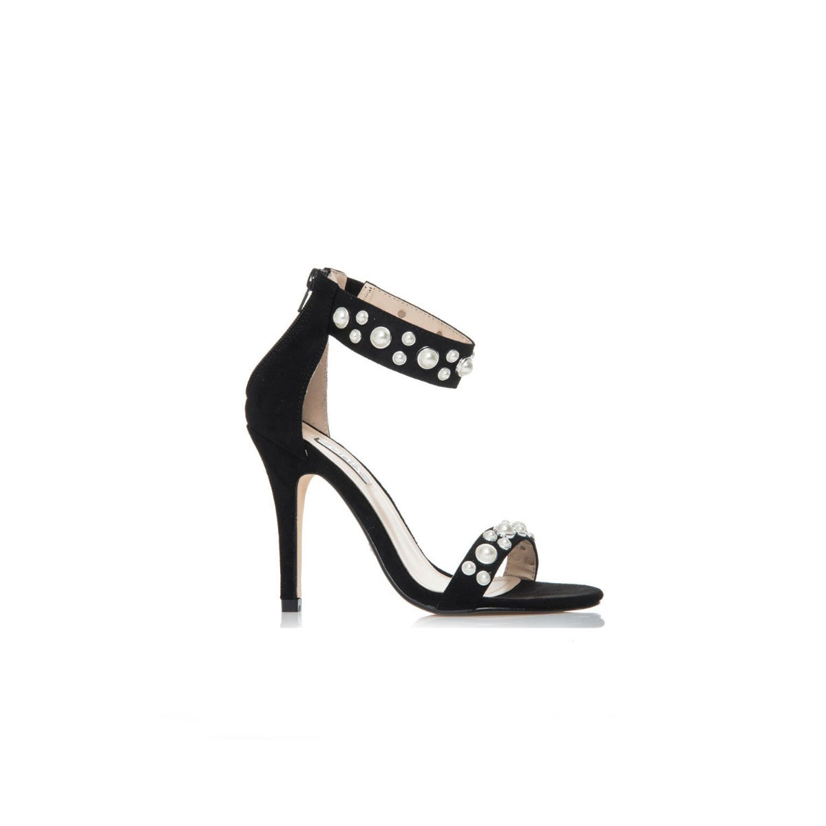 Sandalias de tacón negras con perlas, de Quiz (17,99 euros).