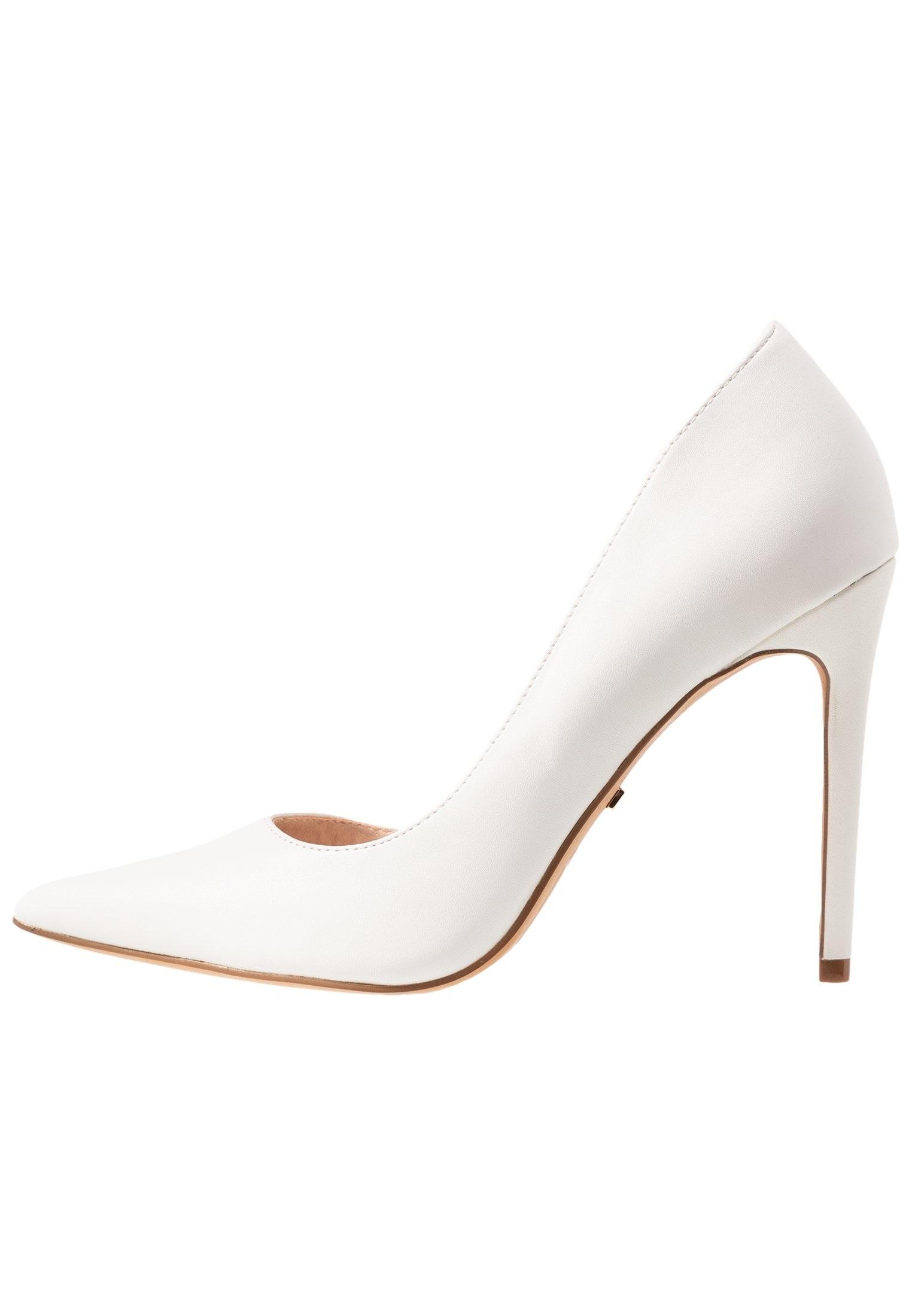 Stilettos blancos, de TopShop (49,95 euros).