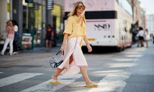 Copenhague Fashion Week, look con chanclas.