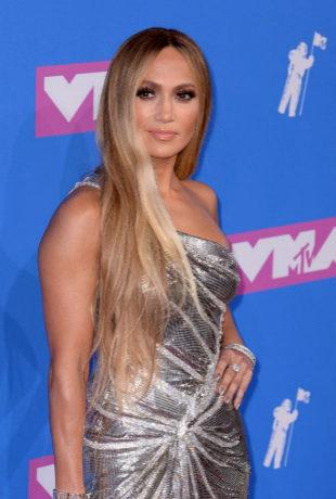 Jennifer Lopez: sí a la melena XXL y pestañas infinitas