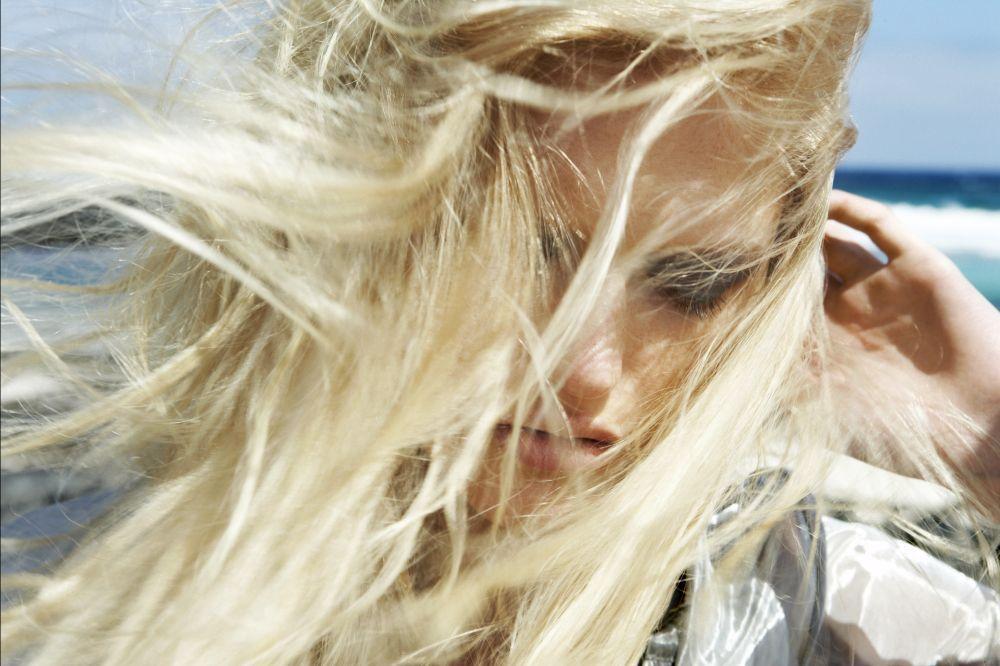 Seca tu pelo con aire frío para cerrar la cutícula y evitar así el...